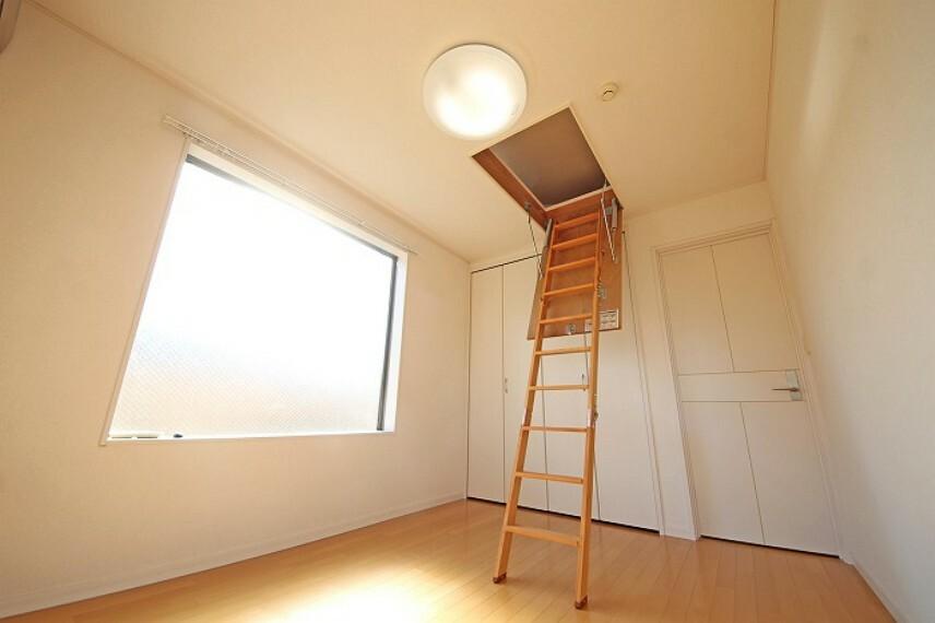 居間・リビング たっぷりの日照に恵まれたお部屋。