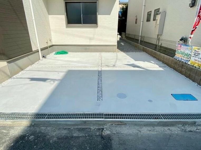 駐車場 カースペースは並列2台まで駐車可能です!