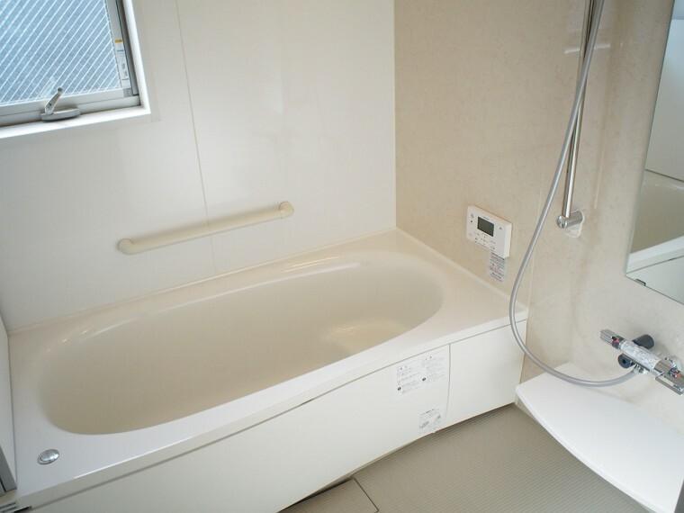 浴室 浴室  足の伸ばせる浴槽  浴室暖房乾燥機付きなので、雨の日のお洗濯に便利ですよ