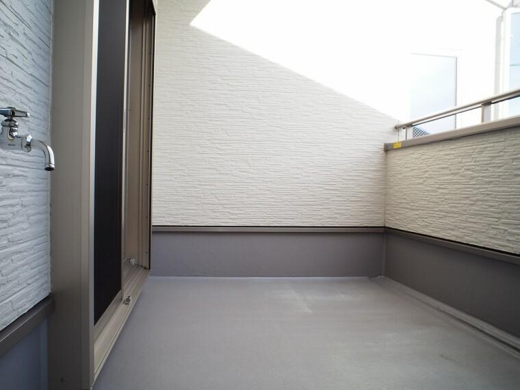 バルコニー バルコニー  南側バルコニー  陽当たりが良く洗濯物が良く乾きそうです