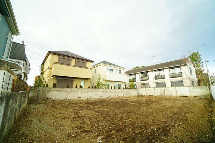 現況写真 周囲の住宅も敷地に余裕があり、開放感があります。