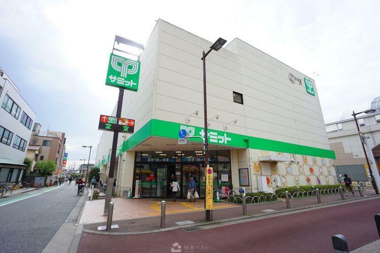 スーパー サミットストア喜多見駅前店 徒歩6分。