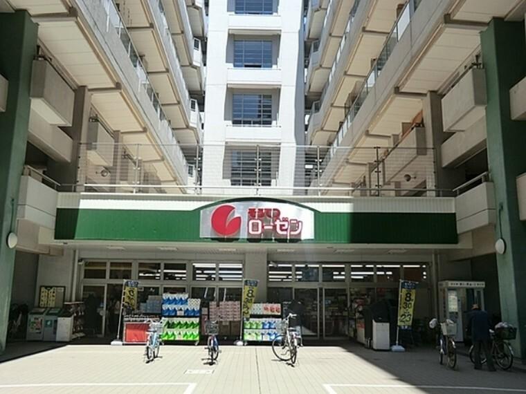 スーパー 相鉄ローゼン河原町店 営業時間 8:00~23:00  河原町店はマンションの敷地内にあり、川崎駅から徒歩で15分かかるほどの距離があります