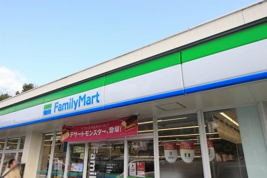 コンビニ ファミリーマート首里城東店