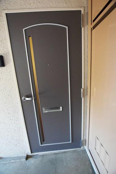 玄関 お部屋の玄関前です。