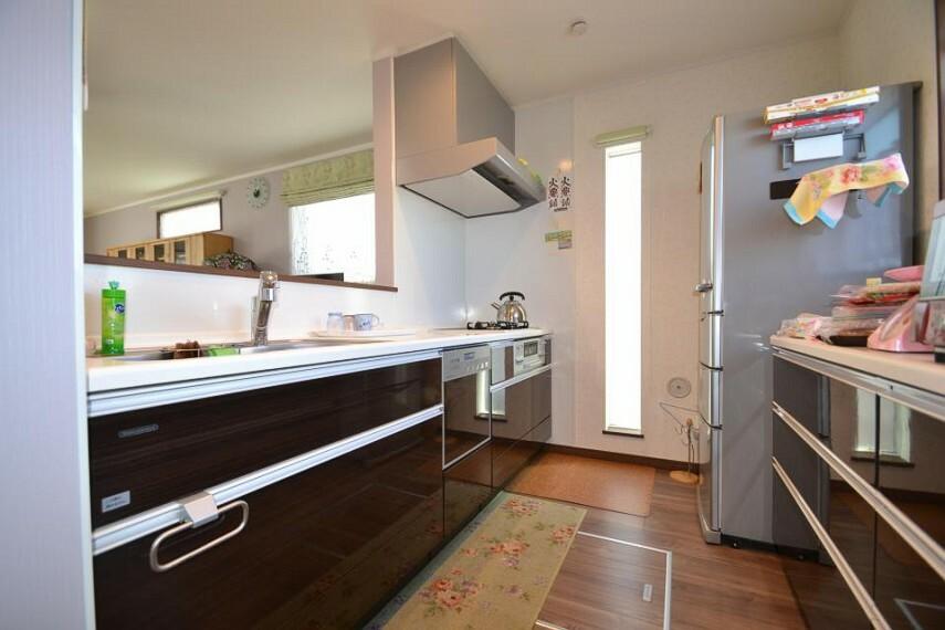 キッチン セミオープンなキッチン(食洗器&浄水器付)カップボード(食器棚)