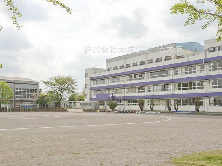 小学校 富士見市立南畑小学校(学校の周辺は田んぼが多く静かです^^地域に密着しているので学校と地域の方々との交流も盛んです^^)