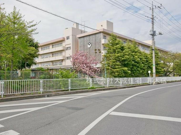 中学校 富士見市立東中学校(地域に密着しているため、近所の方や、お年寄りなどとの交流も盛んです。)
