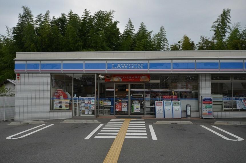コンビニ 【コンビニエンスストア】ローソン川西山下町店まで729m