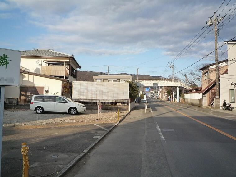 現況写真 南東側約10m道路に面し、開放感あります。車庫入れも楽々です。