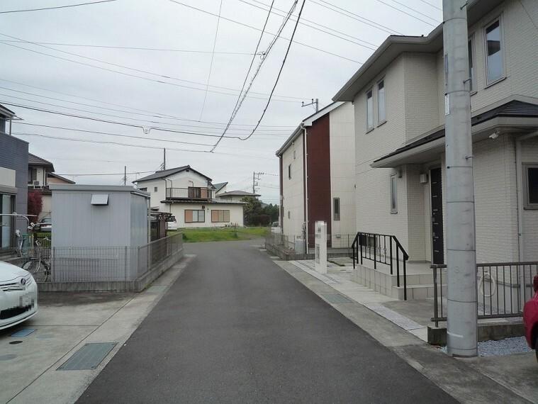 外観写真 周辺は第一種低層住居専用地域の閑静な住宅街です。