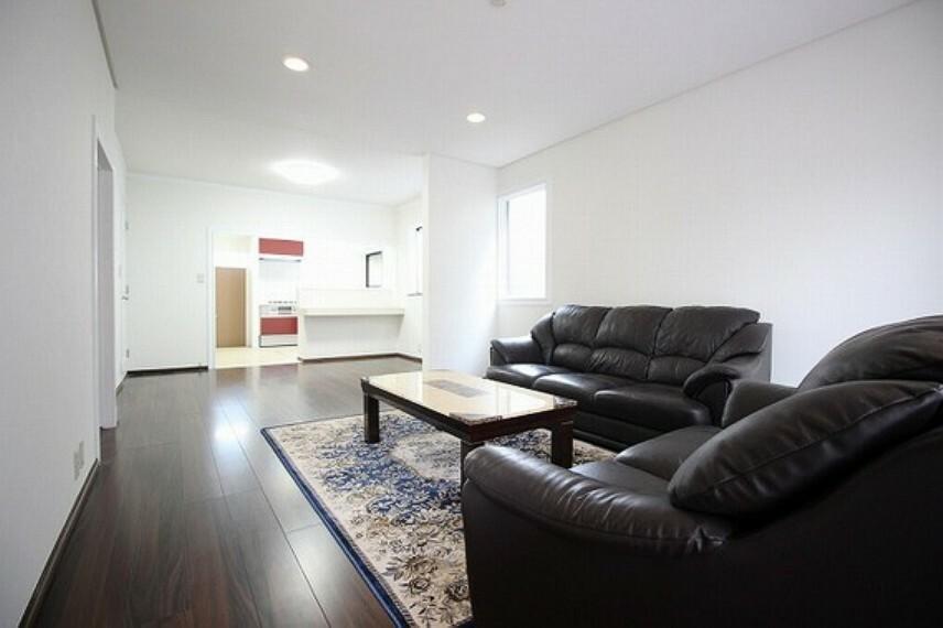 リビングダイニング 形のきれいなリビングは、お好きな家具を置いて自分好みの空間に