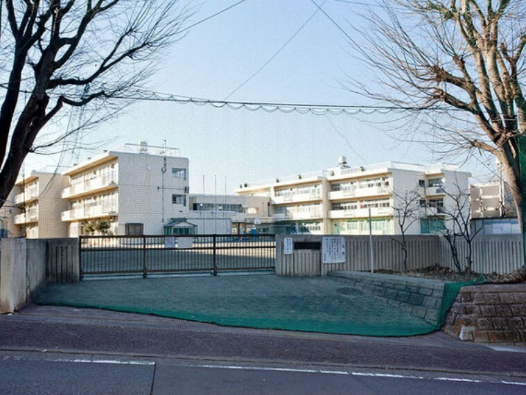 中学校 横浜市立みたけ台中学校 距離約550m