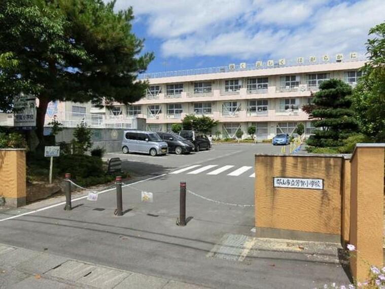 小学校 芳賀小学校まで徒歩で約6分です。