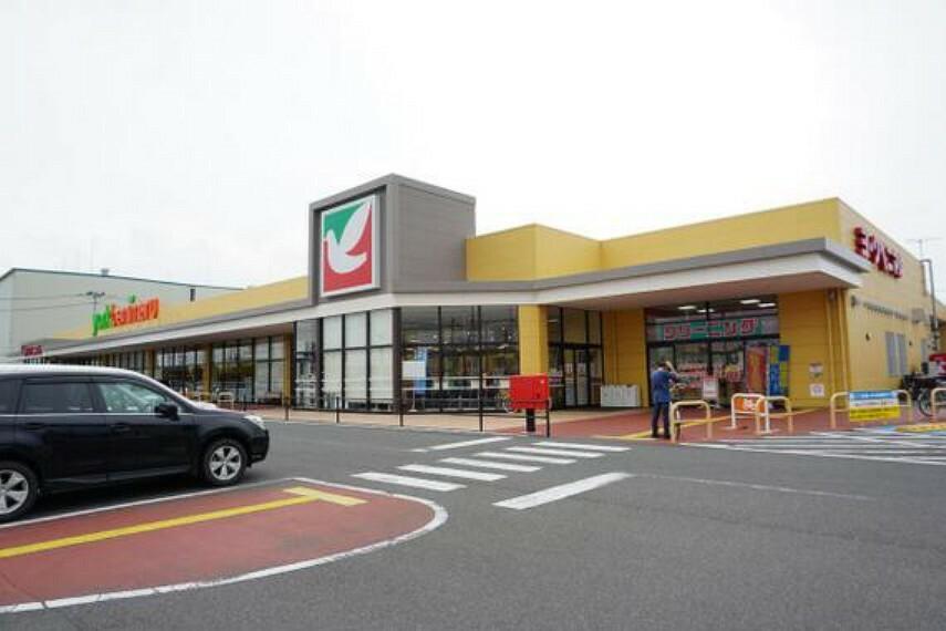 スーパー 毎日のお買い物にも便利なスーパーが徒歩で約3分。