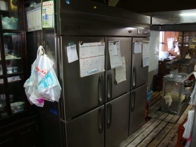 厨房の大型冷蔵庫