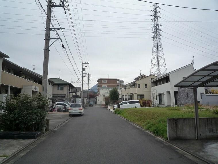 現況写真 周辺は住みやすい環境が整った第一種低層住居専用地域です。