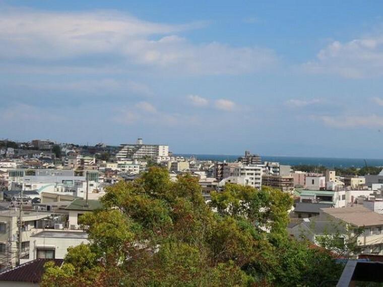 バルコニー 高台につき眺望・通風・採光良好!