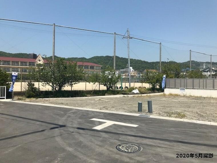 現況写真 1号地 土地面積:196.41平米(約59.41坪) 広い庭も駐車場も確保できる、ゆとりのある敷地です。