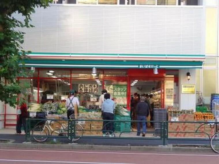 スーパー 営業時間:8時~23時イオングループのコンビニ 、気軽に利用しています