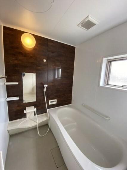 浴室 ゆとりある浴室 浴室に窓も付いています
