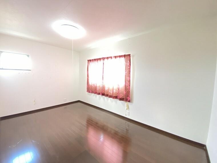 洋室 子供部屋におすすめの洋室です 十分な収納もあります
