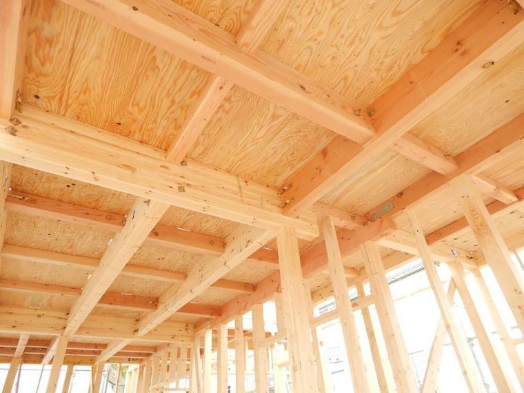 構造・工法・仕様 従来仕様に比べ床のたわみも減り、強度がますだけではなく、階下への音も軽減されています。