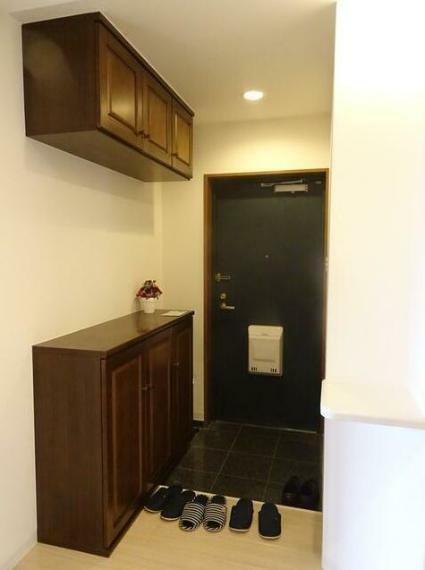 玄関 玄関横にシューズボックスがついているので、片付いた玄関がキープできます。