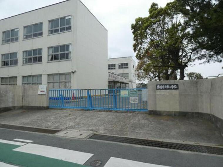 小学校 幸小学校まで徒歩約10分。(約750m)
