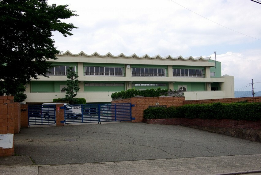 中学校 【中学校】川西市立清和台中学校まで775m