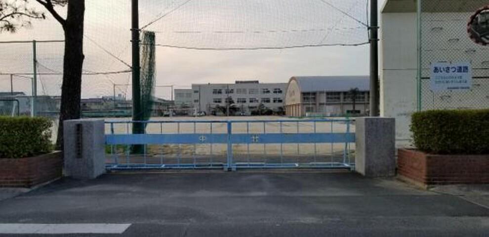 中学校 北部中学校まで徒歩約11分。(約850m)