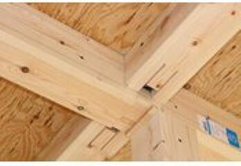 柱は全て4寸柱(12センチ×12センチ)を使用し、ストロングジョイント工法によって震度7まで耐えられる耐震住宅