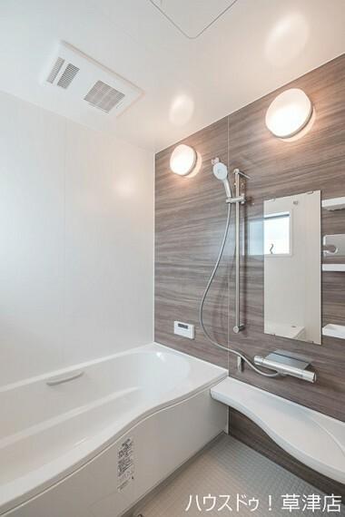 浴室 毎日の疲れを癒す浴室。 落ち着いた空間でゆったりと過ごしませんか?