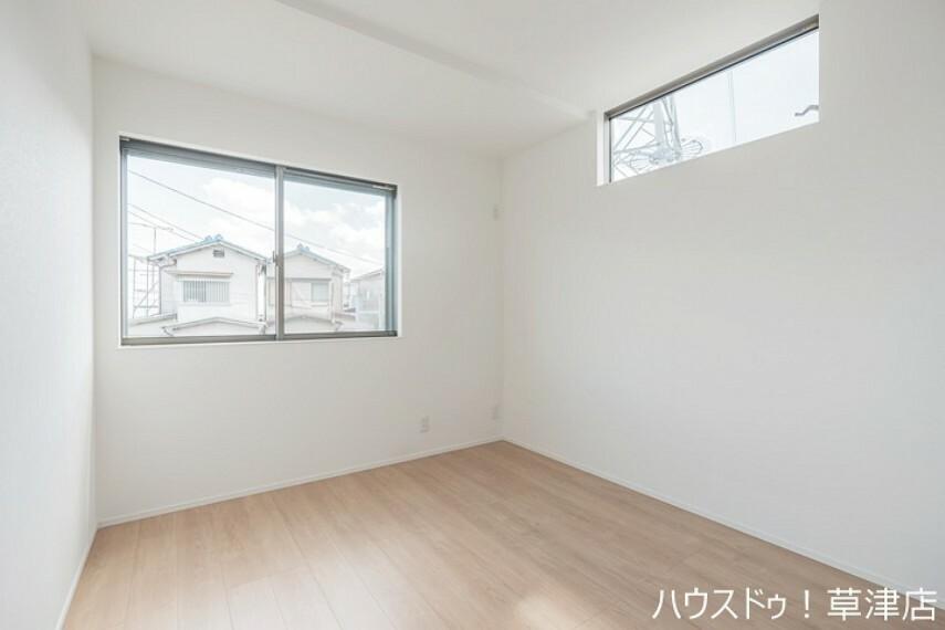 洋室 ナチュラルな約5.2帖の洋室です。 どの家具もぴったり似合いそうですね。