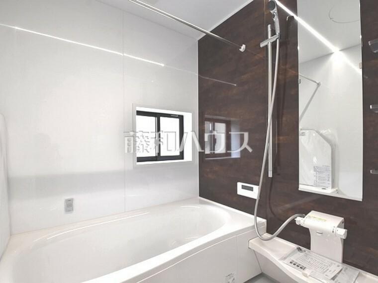 浴室 1号棟  窓付き浴室は、しっかり換気ができていつも清潔に、毎日のバスタイムが楽しみになります。   【武蔵野市八幡町3丁目】