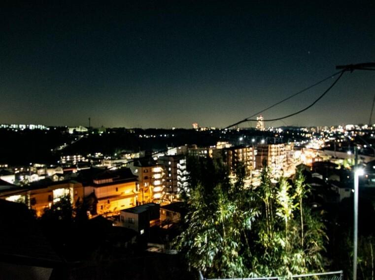 眺望 夜空の輝きが癒しの時間を演出します。昼とは違う贅沢な景色を満喫。