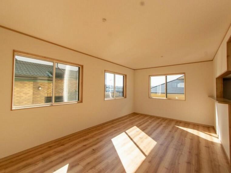 居間・リビング 大空間の広々としたLDK。家族やお客様との時間など、多くの時を刻む空間。何気なく過ぎる時でさえも上質なひと時となる快適な空間を目指して