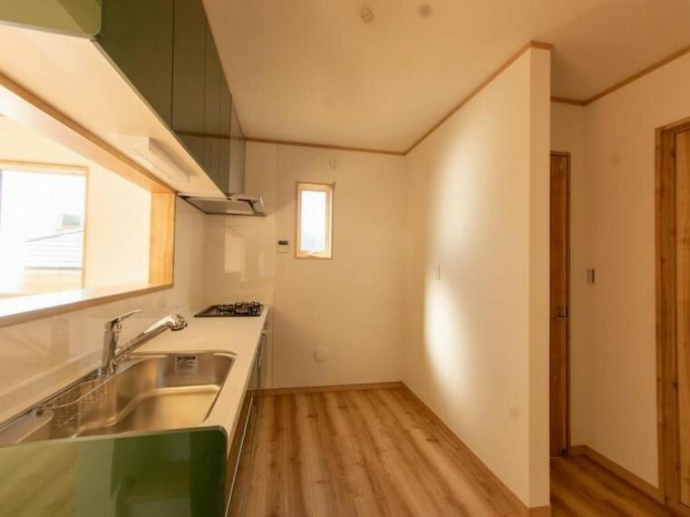 キッチン 誰もが使いやすいデザインにこだわったキッチン。プライベートスペースを彩るインテリアとしての美と、快適な日常を支える機能性と強さがひとつになったキッチンです。
