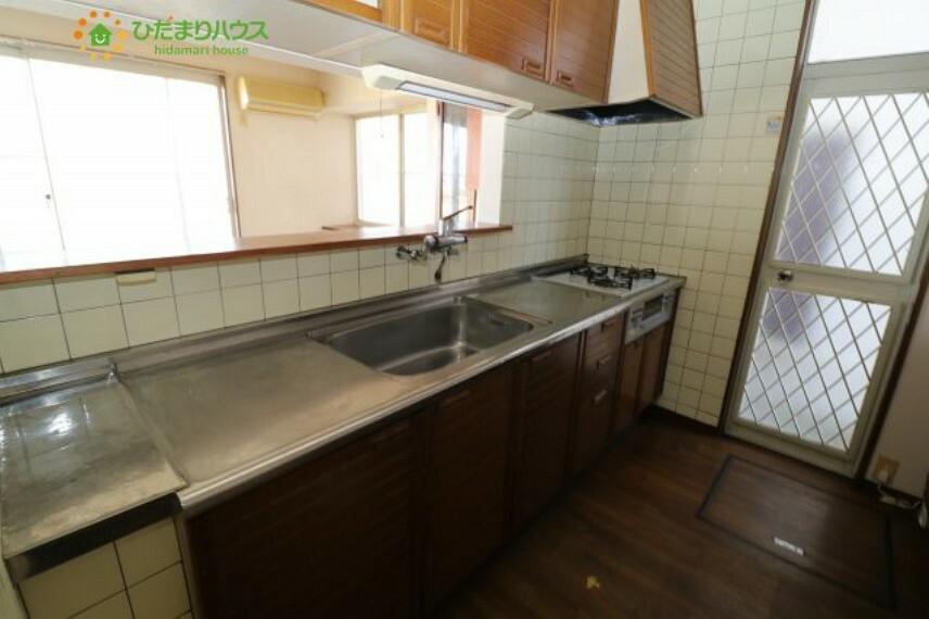 キッチン オープンキッチンならリビングを一望できます。