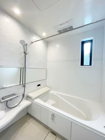 浴室 No.4 【モデルハウス】 浴室写真 一日の疲れを癒してくれるリラックスバス。冬に嬉しい浴室暖房乾燥機能付き。