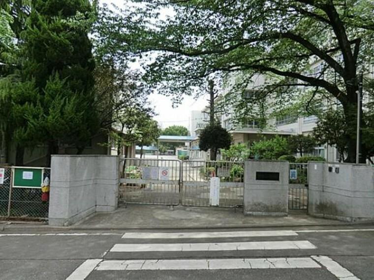 小学校 川崎市立三田小学校まで約110m