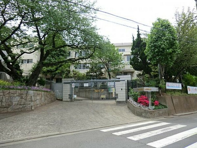 中学校 川崎市立生田中学校まで約550m