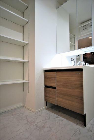洗面化粧台 洗面所は収納付きなので、日用品が散らかりません。