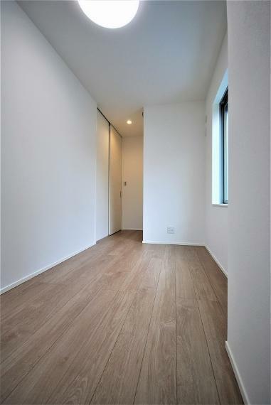 洋室 1階にある洋室