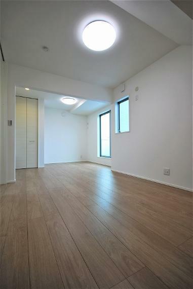 洋室 洋室が繋がっており、用途により仕切ったり、そのままご利用頂いたり自由に空間づくりが可能。