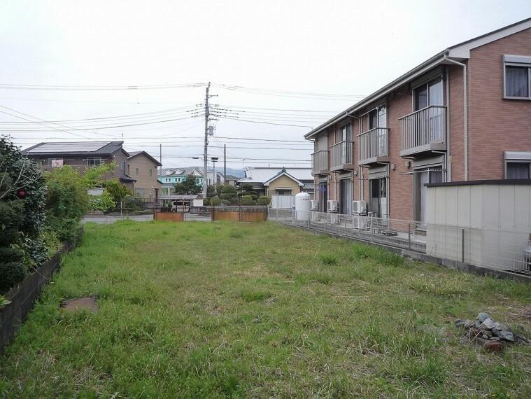 現況写真 広々した土地のためお庭やカースペースもご検討頂けます。