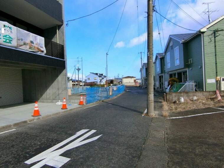 現況写真 前面道路は幅員約5mございます。