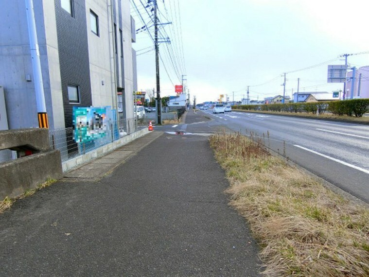 現況写真 広い歩道がございます。