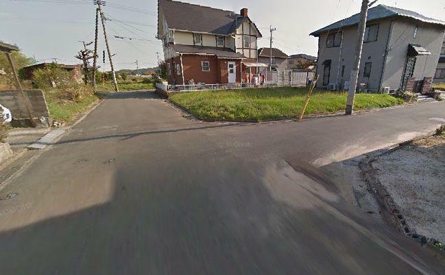 現況写真 北東側道路幅は約4m、北西側道路幅は約6m 角地物件です。