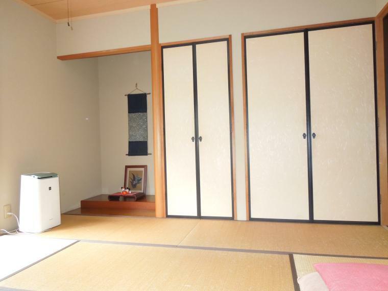 和室 和室 床の間 仏壇 押入